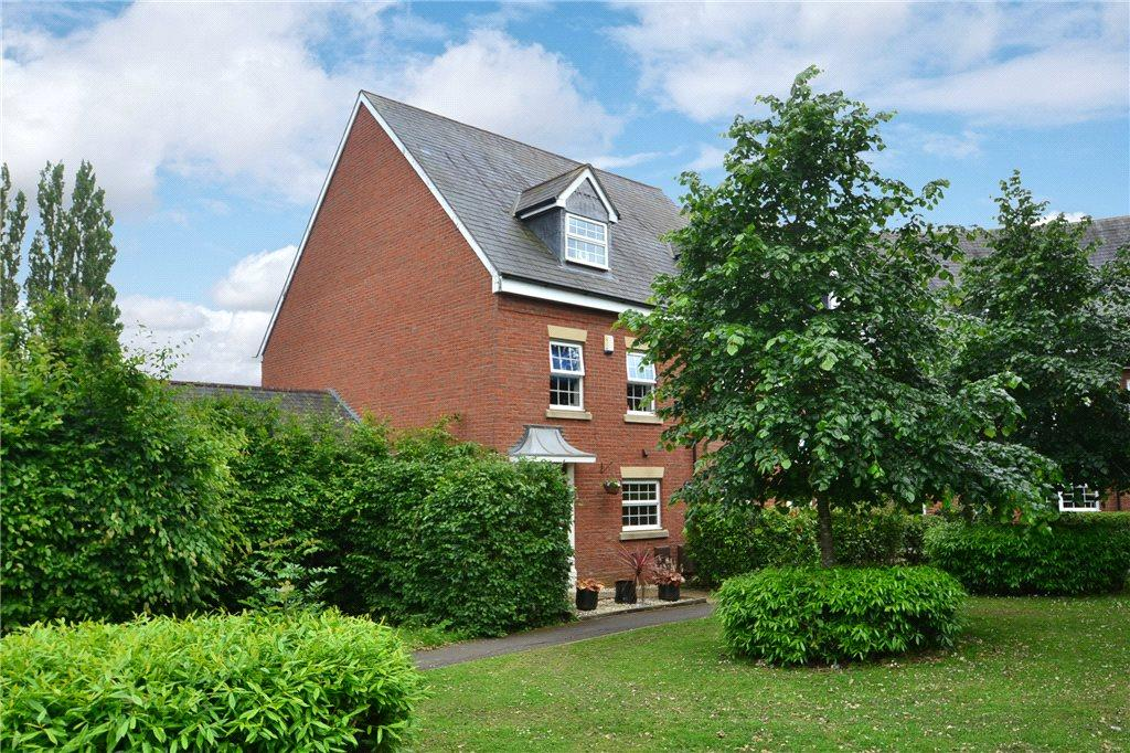 3 Bedrooms End Of Terrace House for sale in Bernardines Way, Buckingham, Buckinghamshire