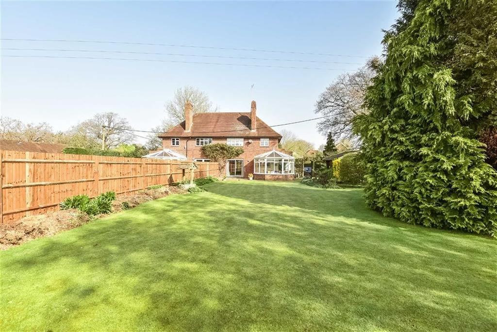3 Bedrooms Semi Detached House for sale in East Whipley Lane, Shamley Green, Surrey, GU5