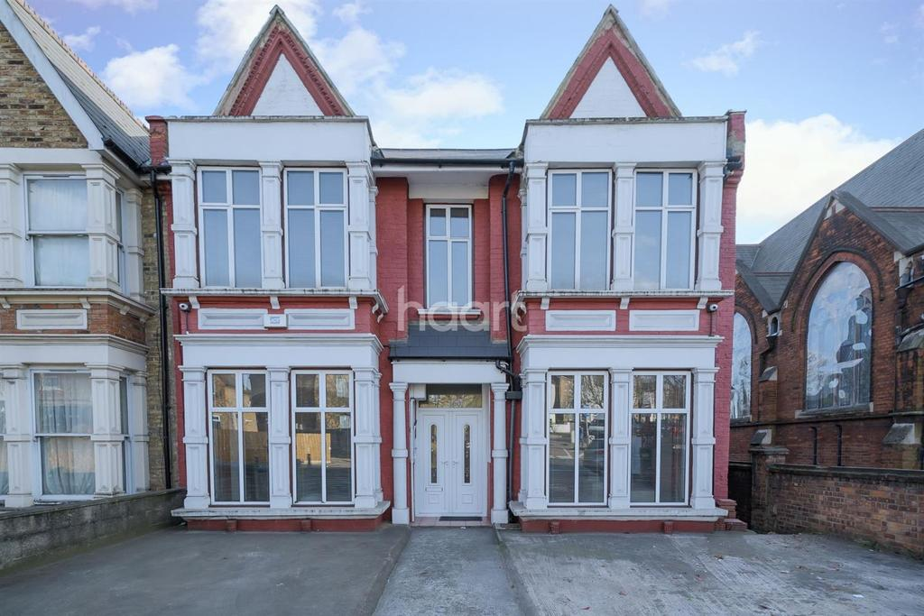 4 Bedrooms Semi Detached House for sale in Acton Lane, NW10