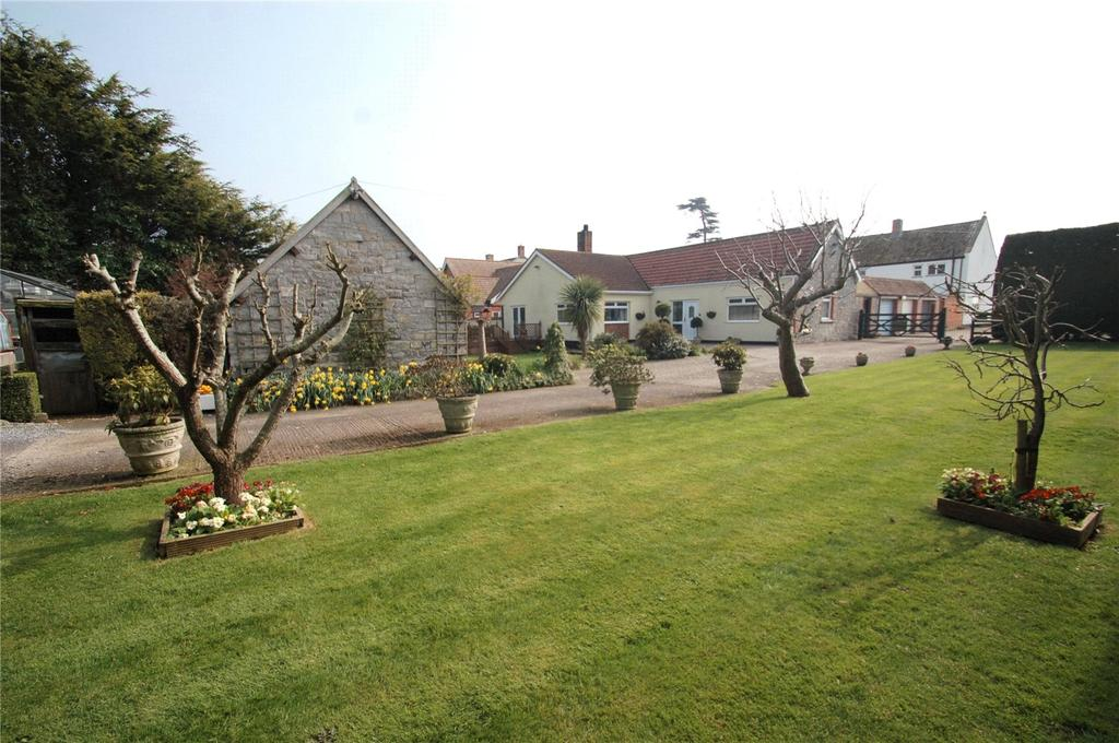 3 Bedrooms Detached Bungalow for sale in West End Court, Chedzoy Lane, Bridgwater, Somerset, TA7
