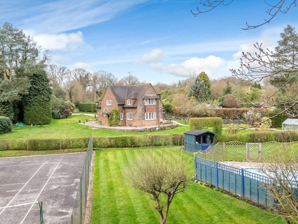 5 Bedrooms Detached House for sale in Hunts Hill Road, Normandy, Guildford, Surrey