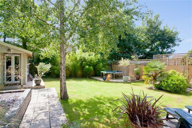 5 Bedrooms Detached House for sale in The Green, Hove