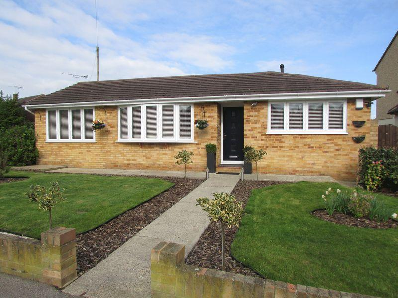 3 Bedrooms Detached Bungalow for sale in Summerhouse Drive, Joydens Wood, Wilmington