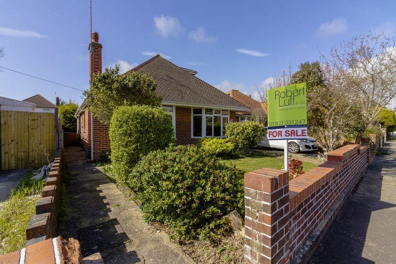 3 Bedrooms Chalet House for sale in Alfriston Road, Worthing