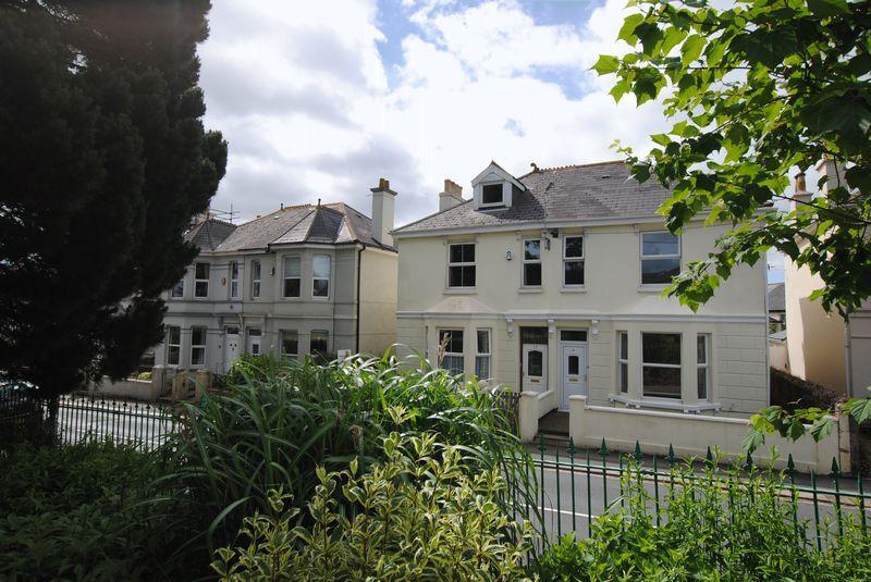 5 Bedrooms Semi Detached House for sale in St Stephens, Saltash