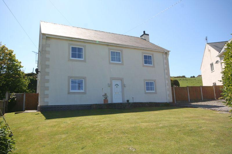 4 Bedrooms Detached House for sale in Llanfairynghornwy, Anglesey