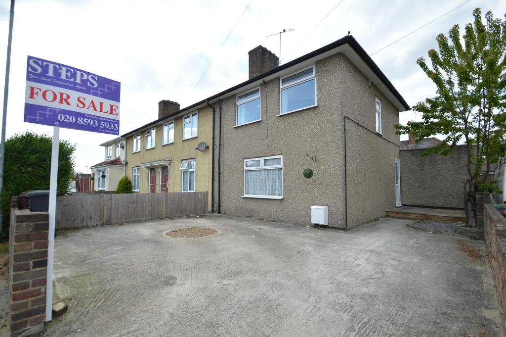 3 Bedrooms End Of Terrace House for sale in Lambley Road, Dagenham