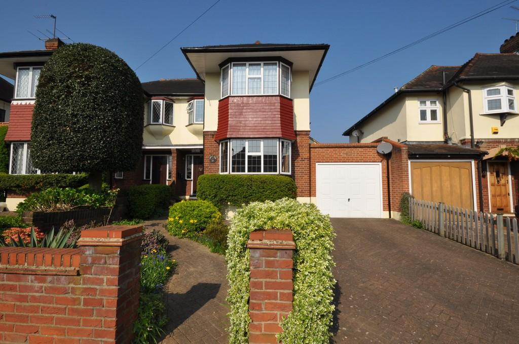 3 Bedrooms Semi Detached House for sale in Forest Edge, Buckhurst Hill