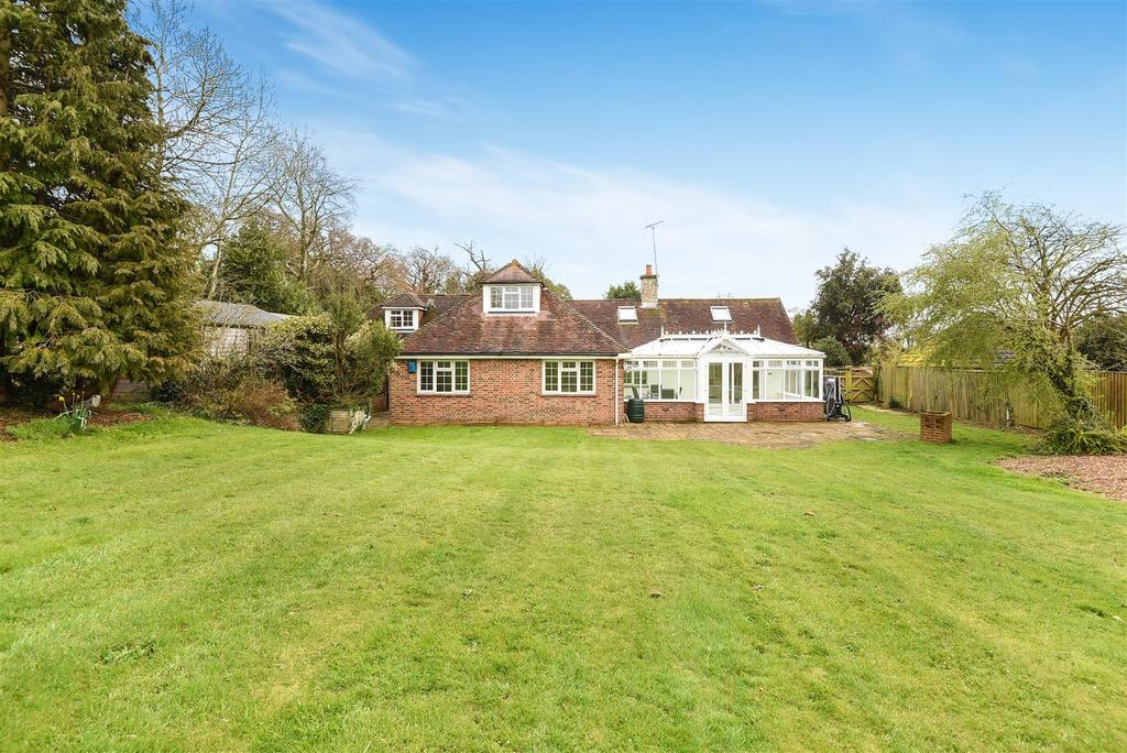 4 Bedrooms Detached House for sale in Salthill Road, Fishbourne