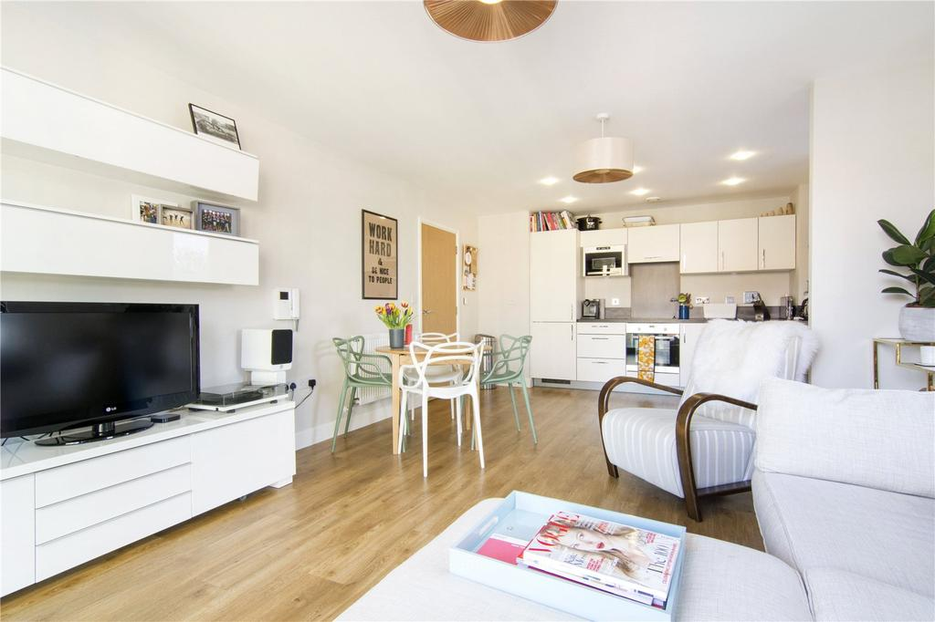 2 Bedrooms Flat for sale in Thomas Tower, Dalston Square, London, E8