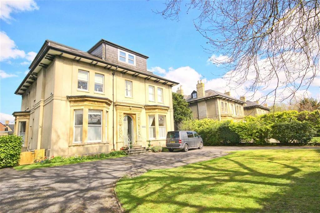 2 Bedrooms Flat for sale in Queens Road, Lansdown, Cheltenham, GL50