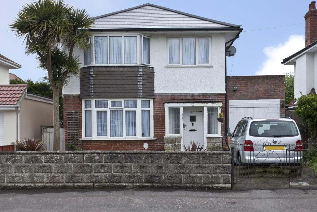 3 Bedrooms Detached House for sale in Seafield Road, Bournemouth BH6