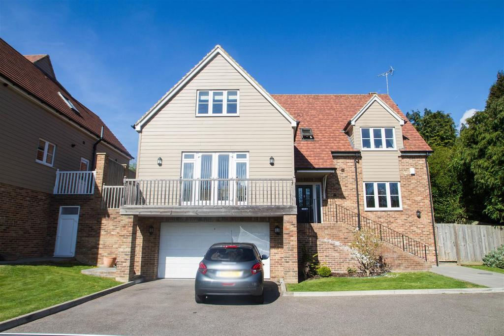 4 Bedrooms Detached House for sale in Rosemount Gardens, Weavering, Maidstone