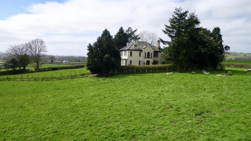 4 Bedrooms Detached House for sale in Cwmifor, Llandeilo