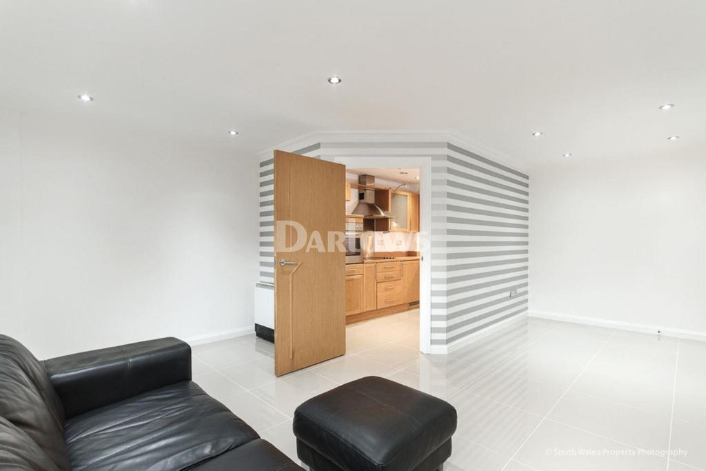 2 Bedrooms Flat for sale in Century Wharf, Cardiff Bay