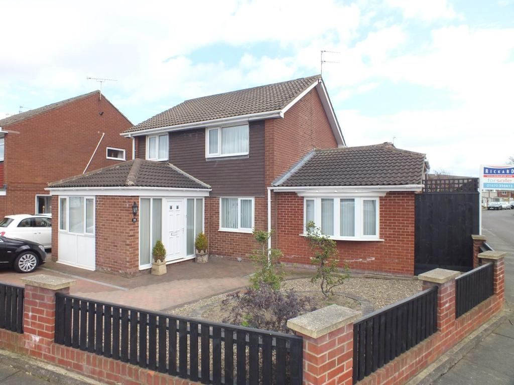 3 Bedrooms Detached House for sale in Appledore Road, Blyth