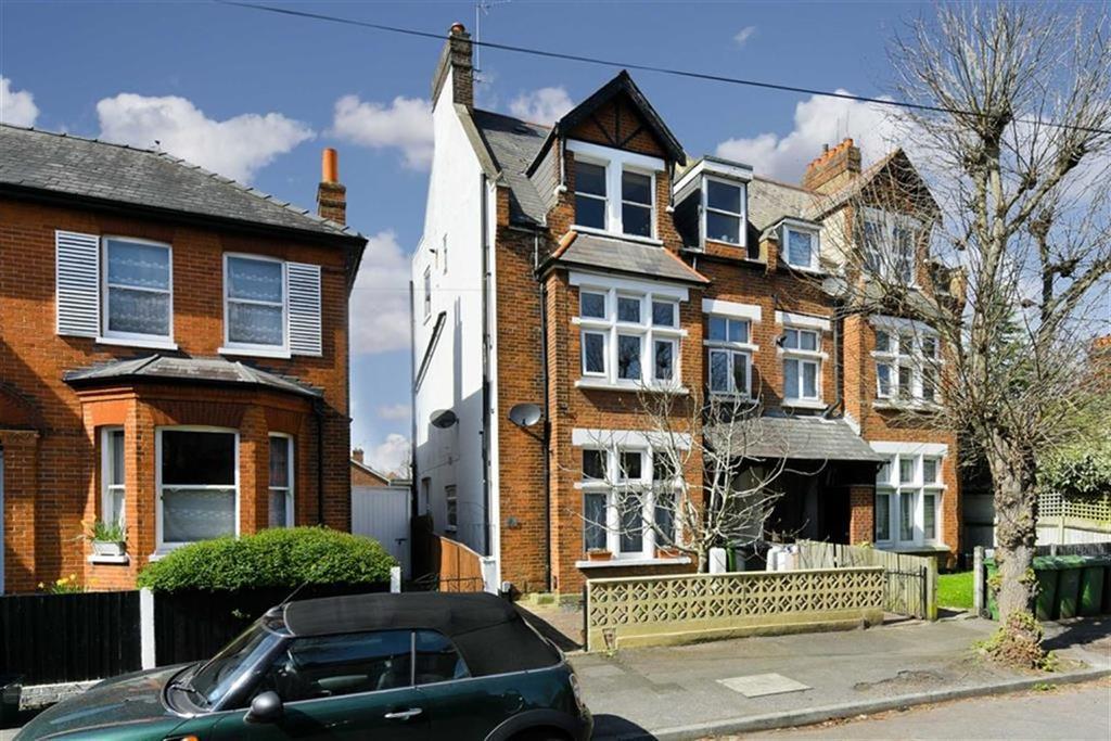2 Bedrooms Flat for sale in Randolph Road, Epsom, Surrey