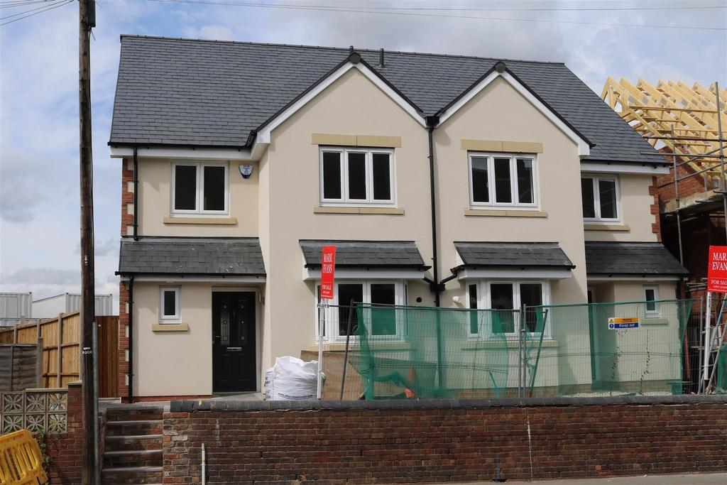 3 Bedrooms Semi Detached House for sale in Lamb Close, Kettlebrook, Tamworth