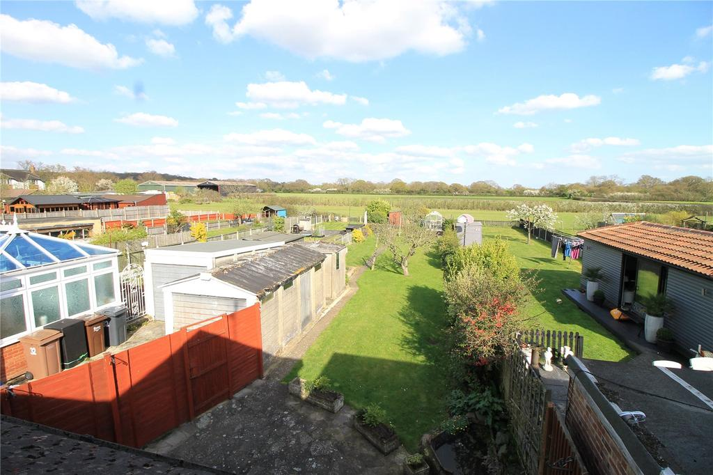 4 Bedrooms Semi Detached Bungalow for sale in Thorndon Avenue, West Horndon, Brentwood, Essex, CM13
