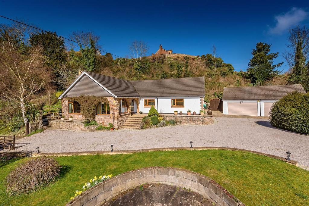 4 Bedrooms Detached Bungalow for sale in Rhiew Revel Lane, Pant, Oswestry