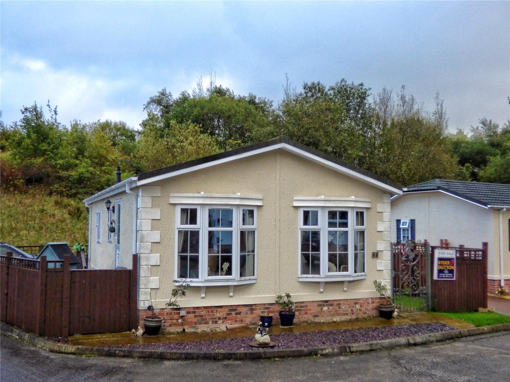 2 Bedrooms Detached Bungalow for sale in Swinnell Brook, Haslingden, Rossendale, Lancashire, BB4