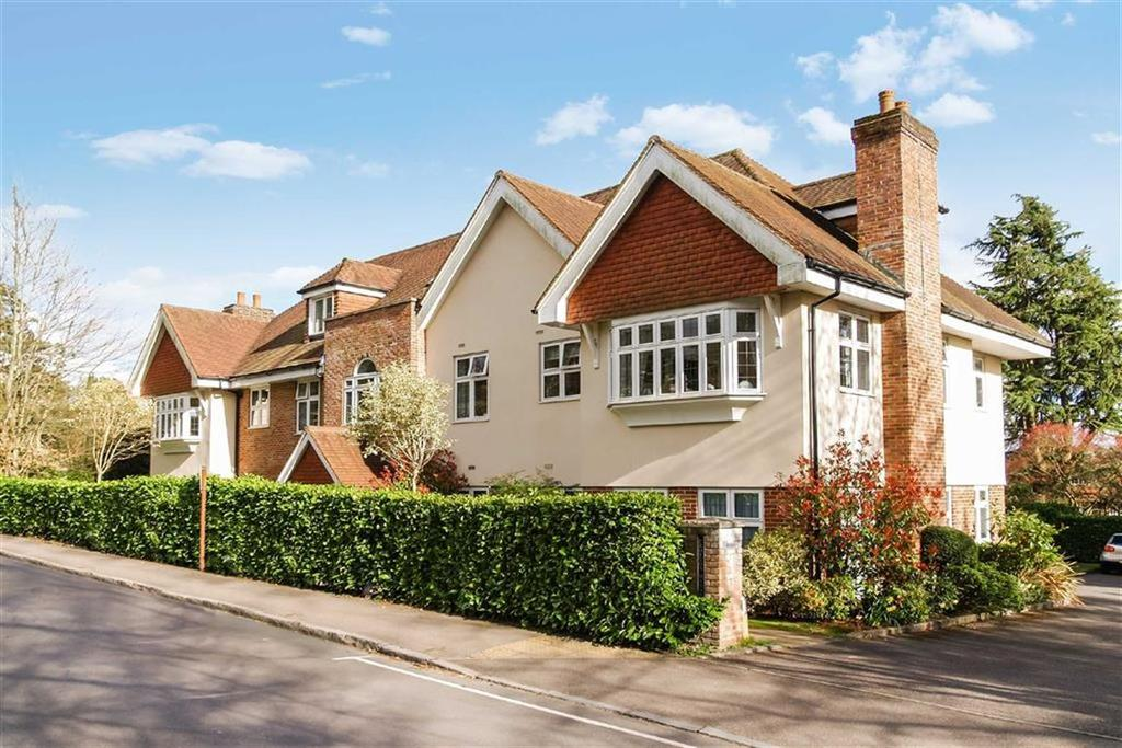 2 Bedrooms Flat for sale in Crofton Manor, Haslemere, Surrey, GU27
