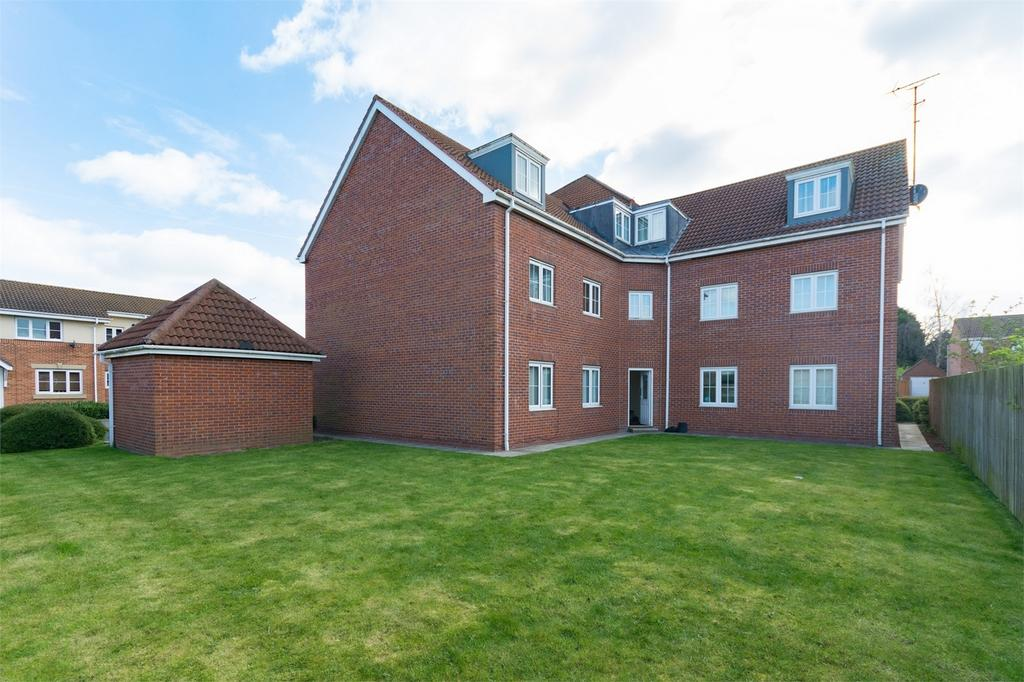 2 Bedrooms Flat for sale in St James Croft, YORK