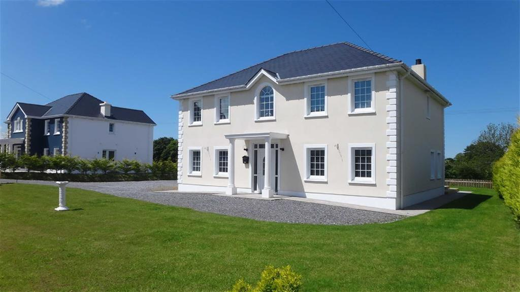 4 Bedrooms Detached House for sale in Llandysul, Ceredigion