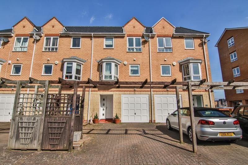 4 Bedrooms Terraced House for sale in 34 Anchor Road, Penarth, The Vale Of Glamorgan. CF64 1SL