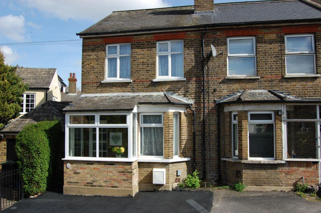 2 Bedrooms Cottage House for sale in Beech Lane, Buckhurst Hill, IG9
