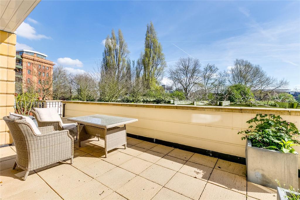 3 Bedrooms Flat for sale in Wyatt Drive, Barnes, London