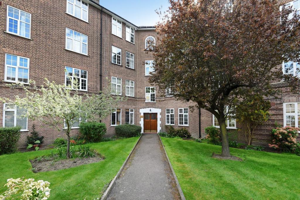 3 Bedrooms Flat for sale in Birkenhead Avenue, Kingston upon Thames