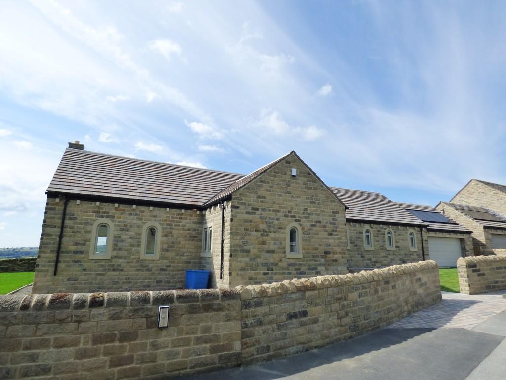 3 Bedrooms Detached Bungalow for sale in Dean Lane, Hawksworth