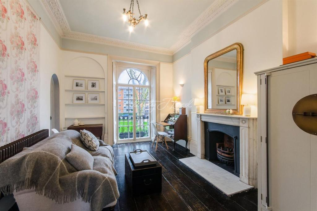 1 Bedroom Flat for sale in Regents Square, WC1