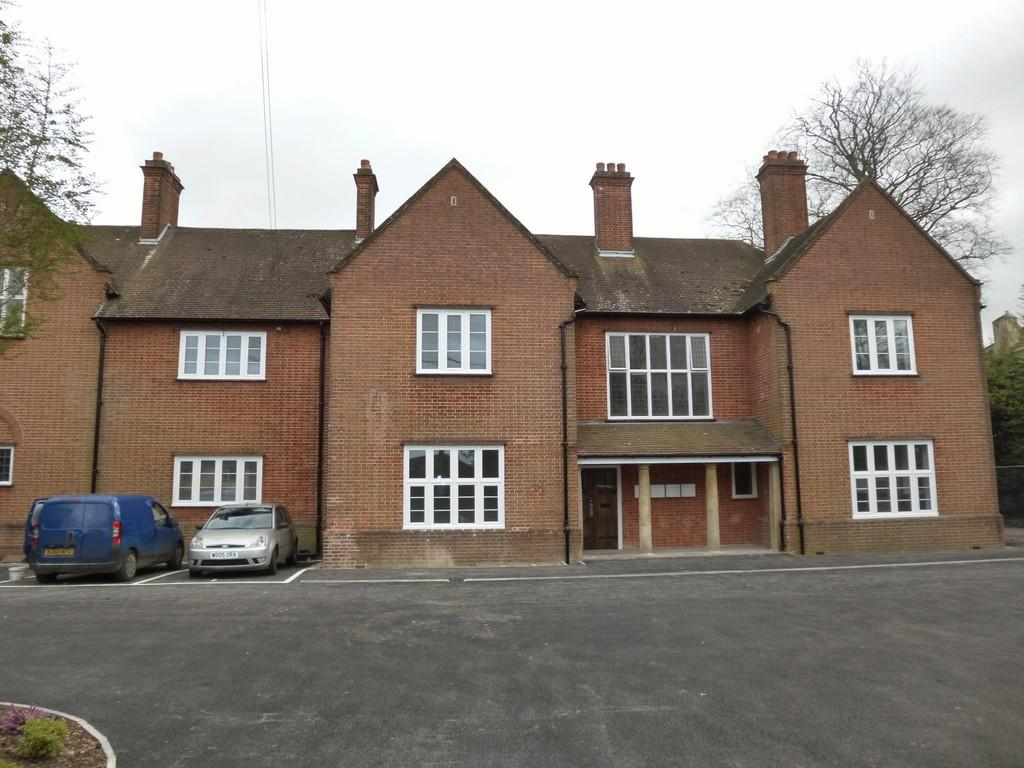 2 Bedrooms Apartment Flat for rent in HILPERTON ROAD, TROWBRIDGE