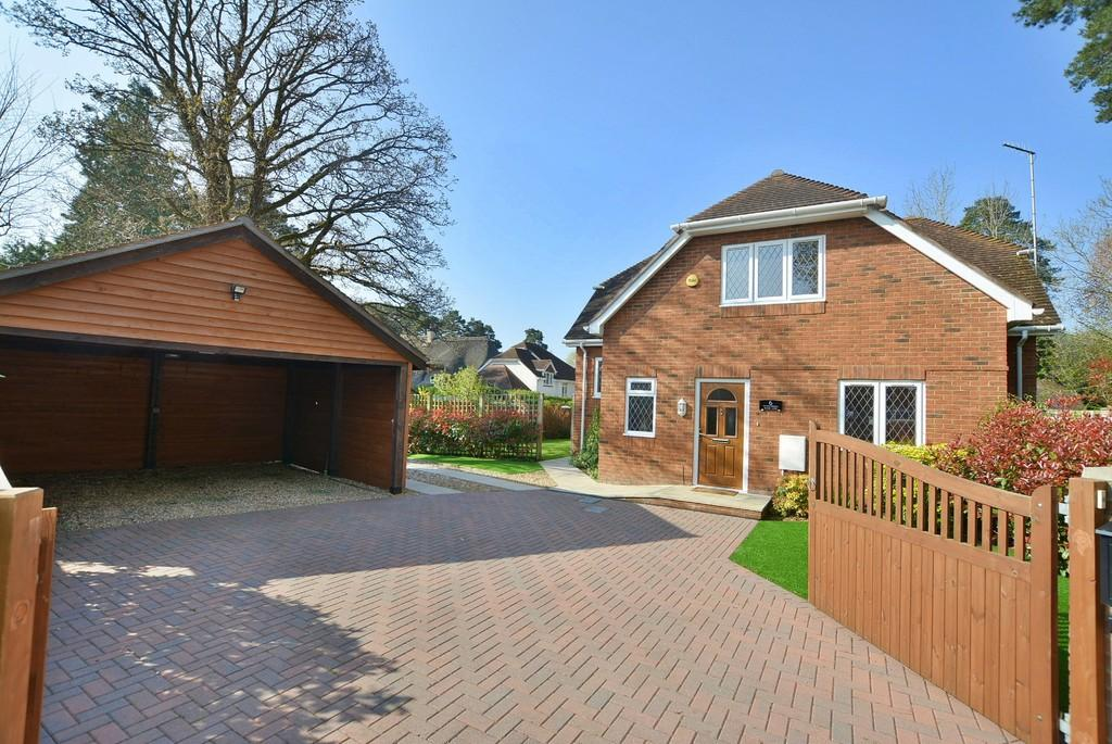 4 Bedrooms Detached House for sale in Mary Lane, West Moors