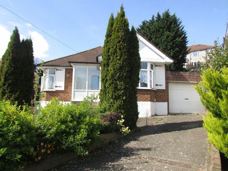 3 Bedrooms Detached Bungalow for sale in Cranleigh Close, Bexley