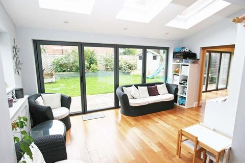 5 bedroom property to rent - Beeches Road, Farnham Common