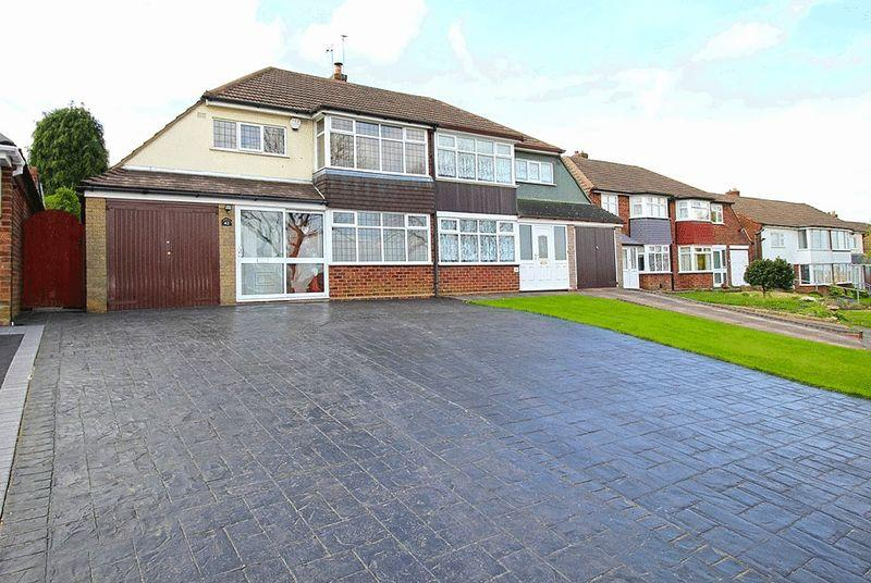 3 Bedrooms Semi Detached House for sale in Dovedale Road, Ettingshall Park