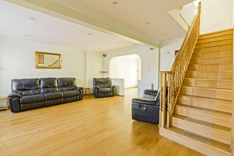 4 Bedrooms End Of Terrace House for sale in The Lawns, Lancing
