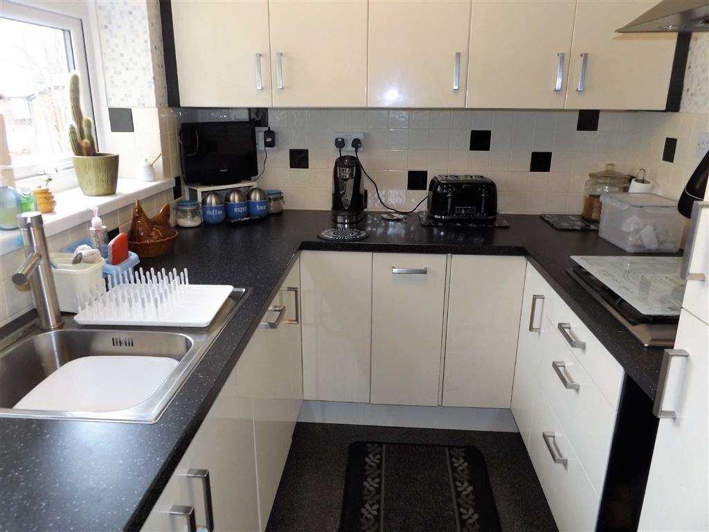 2 Bedrooms Flat for sale in Meadow Close, Hereford