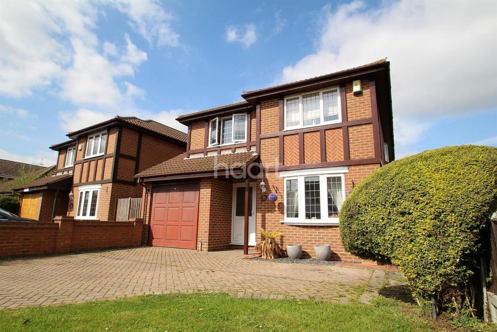 4 Bedrooms Detached House for sale in Branksome Avenue. Hockley