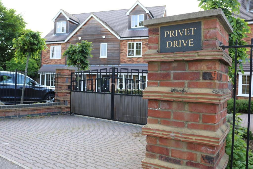 4 Bedrooms Semi Detached House for sale in Privet Drive, Leavesden, WD25