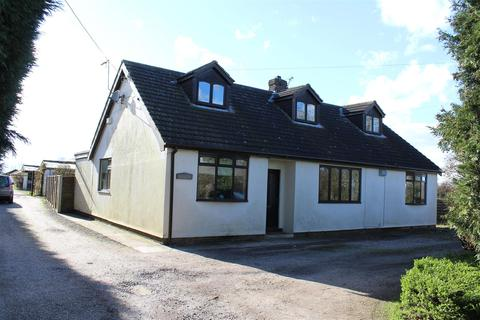 4 bedroom property with land for sale - Wallingfen Lane, Newport, Brough