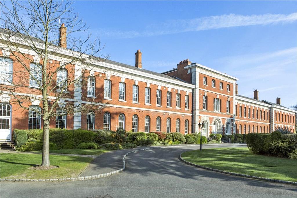 2 Bedrooms Flat for sale in Ellesmere Place, Walton-on-Thames, Surrey, KT12