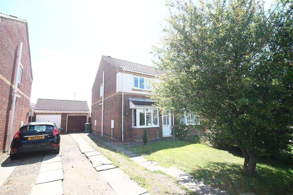 2 Bedrooms Semi Detached House for sale in Mastiles Close, Ingleby Barwick
