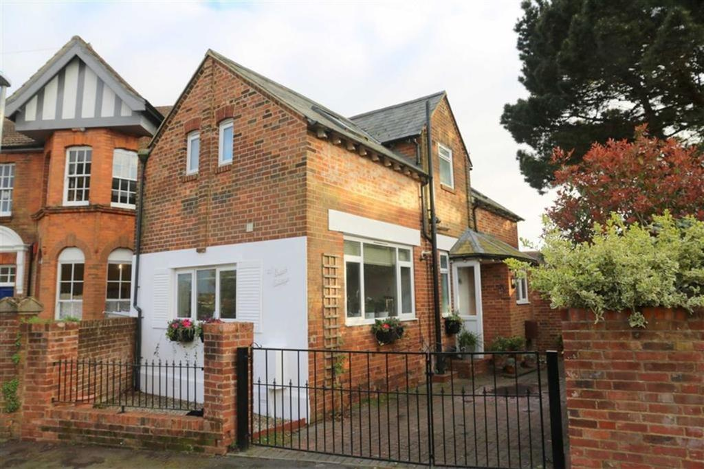2 Bedrooms Detached House for sale in St Matthews Gardens, St Leonards On Sea