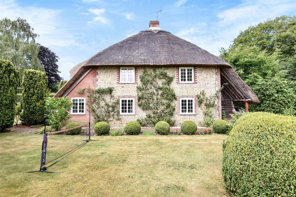 5 Bedrooms Detached House for sale in Ropley, Hampshire