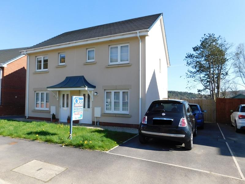 2 Bedrooms Semi Detached House for sale in Maes Yr Ysgol , Pontardawe, Swansea.