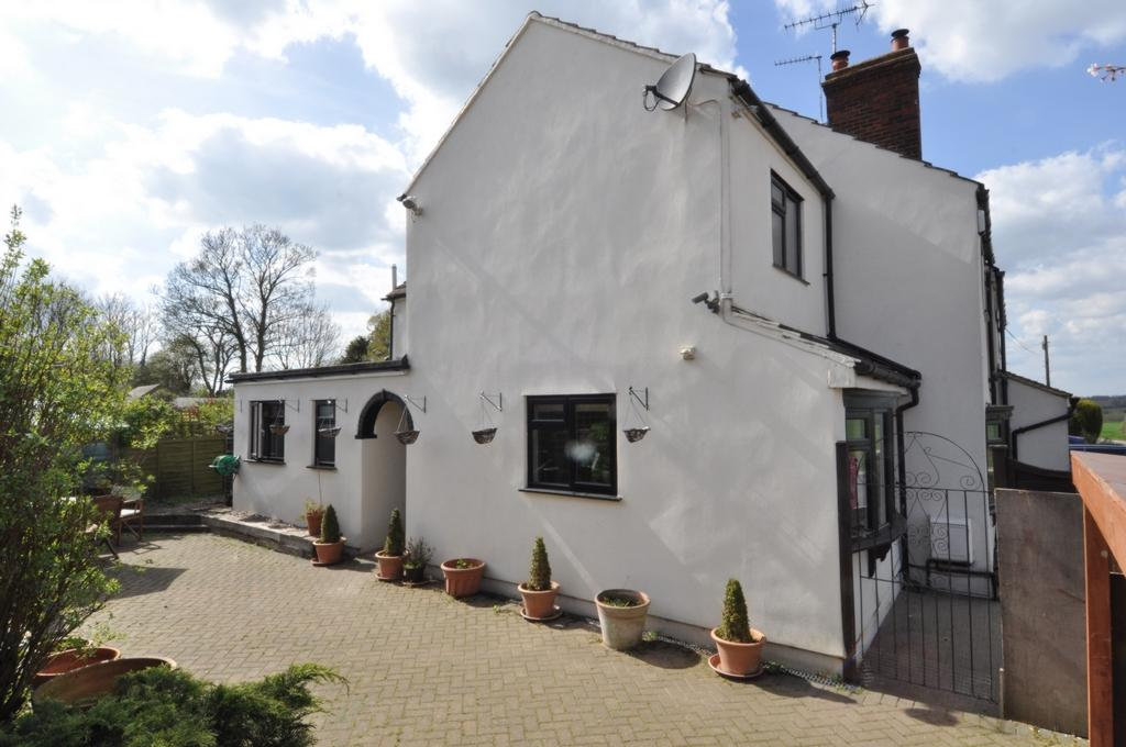 3 Bedrooms Cottage House for sale in Lindsey Street, Epping, CM16
